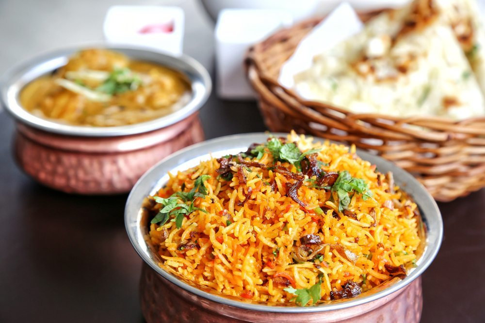 https://thumb7.shutterstock.com/display_pic_with_logo/654136/142863361/stock-photo-vegetable-biryani-in-handi-142863361.jpg